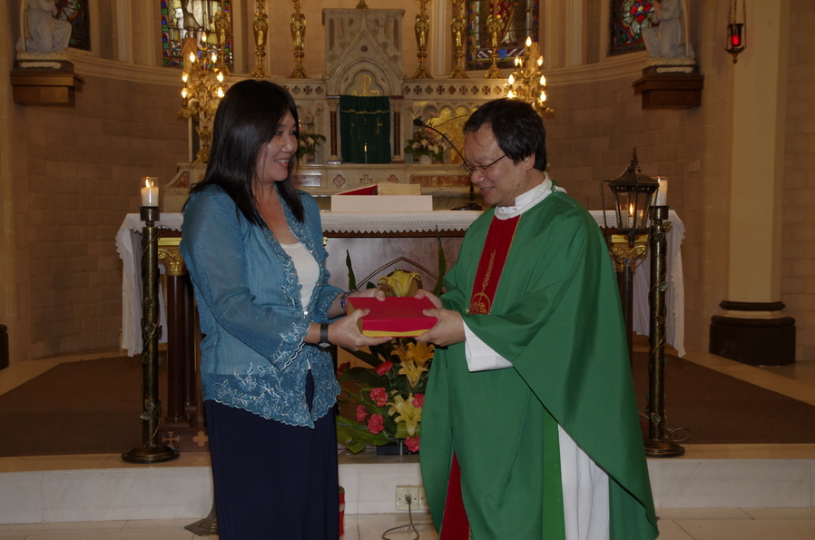 Gift presentation from Josephine Lim to Fr Liew