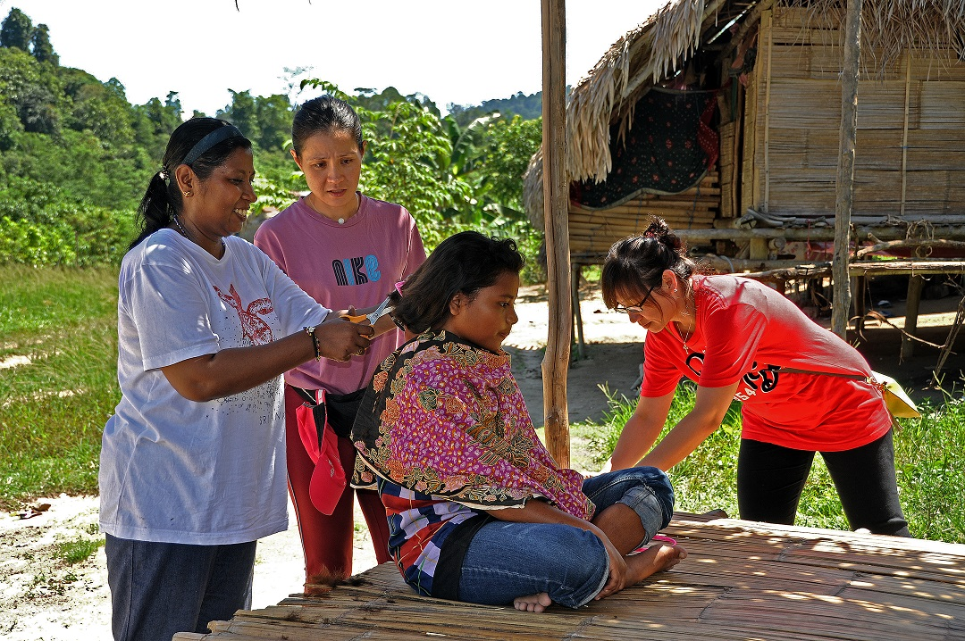 Haircut and lice treatment in Kg Karah