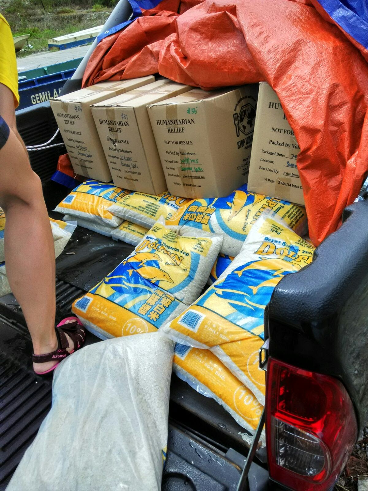 Delivery of rice for flooded orang asli village in Pos Kemar