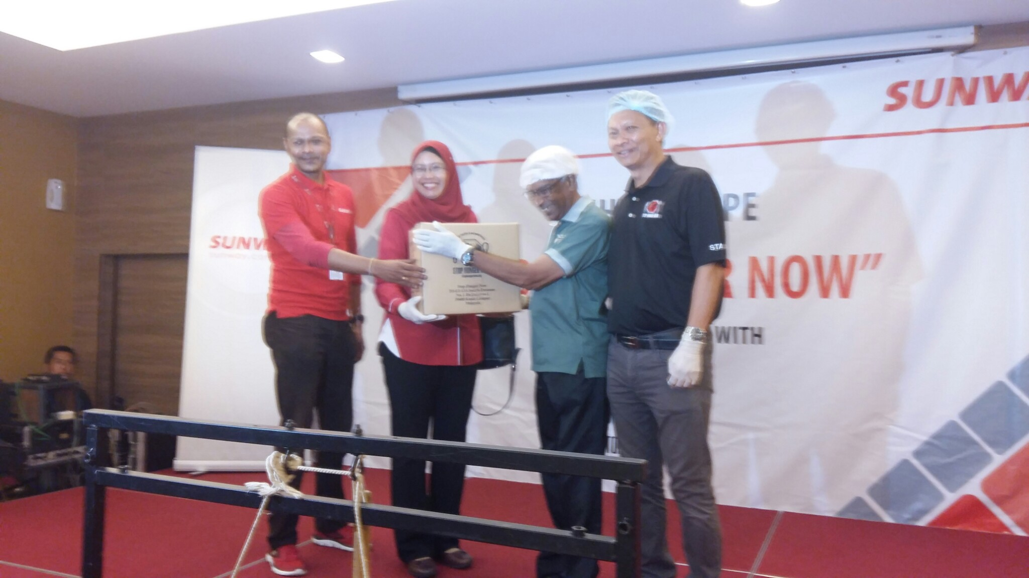 SOA Chairman receiving rice donation from Sunway group