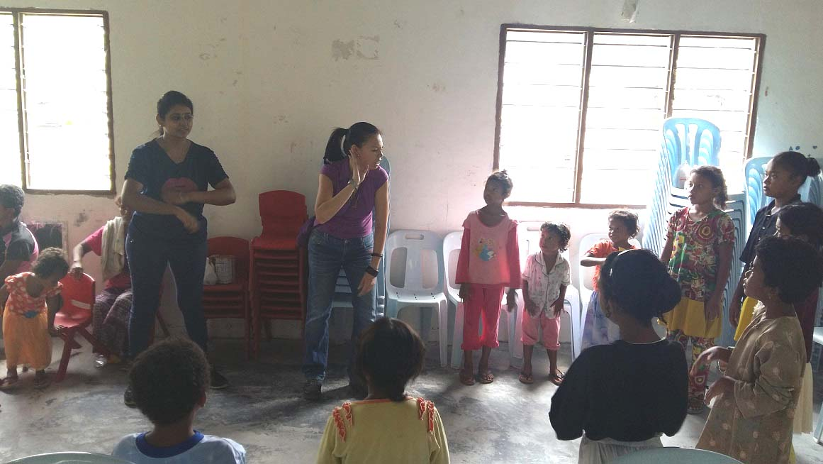 Fatimah hospital staff singing with children at Kg Sinju