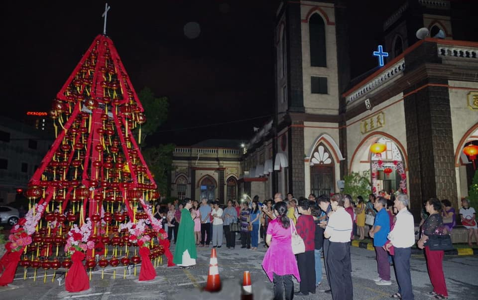 Fr Anthony Liew saying prayer before lighting of tree